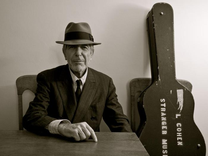 leonard-cohen-bw-with-guitar-case